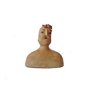 Escultura Lenys com topete encantada em cerâmica