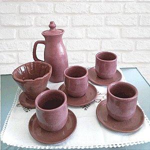 Conjunto com jarra, coador de café e 4 copos com pires