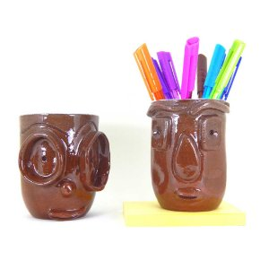 Conjunto com 02 porta lápis exclusivos em cerâmica vitrificada