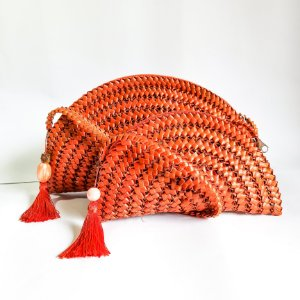 Bolsa laranja em palha de piaçava