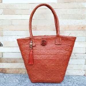 Bolsa balde laranja em palha de piaçava