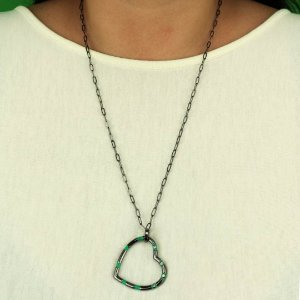 Maxi colar de coração esmaltado em Turmalina