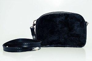 Bolsa que vira pochete pelúcia preta