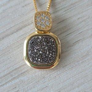 Conjunto brinco e colar DRUSA metalizada cinza com detalhes de micro zircônias brancas no pingente banhado a ouro 18k