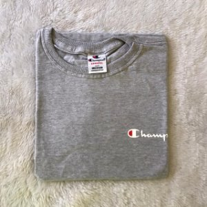 CAMISETA CHAMPION MINI LOGO - CINZA