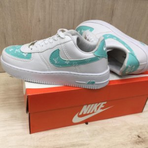 NIKE AIR FORCE BRANCO - PERSONALIZADO LV VERDE CLARO