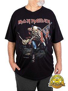 Camiseta Plus Size Iron Maiden The Trooper Preta
