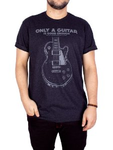 Camiseta Guitarra Only Preto Jaguar.
