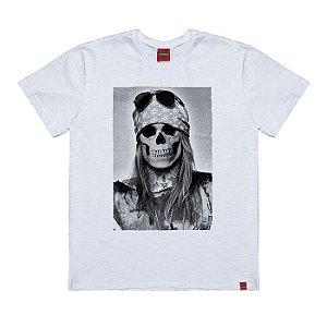 Camiseta Plus Size Axl Caveira Branca.