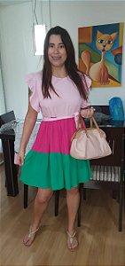 Vestido de viscose forrado, três Marias e babado na manga. Tamanho único. Veste 42, na cor rosa, Pink e verde.