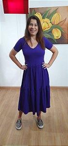 Vestido longo três Marias, em malha viscolycra, decote V. Na cor roxa. Tamanho único veste 42/44