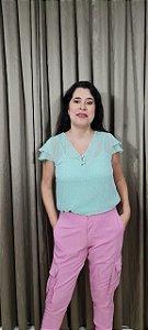 Blusa de seda crepe com top e botões encapados. Na cor verde menta