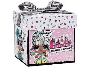Boneca LOL Surprise Present com Acessórios