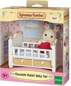 Sylvanian Families Bebê Coelho Chocolate e Cama - Epoch Magia 5017