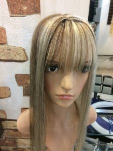 protese capilar feminina com franjao   loiro platinado com 55 cm cabelo humano