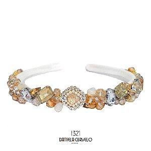 Tiara de Luxo Bordada Fina  Branca Pedrarias Douradas, Brancas e Pingente - T321