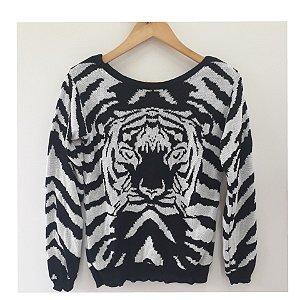 Blusa de tricot com estampa de tigre.