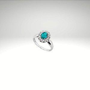 Anel com Esmeralda Oval e Diamantes
