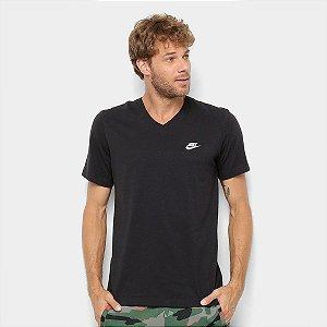 Camiseta Club Decote V Preto Nike - Masculina