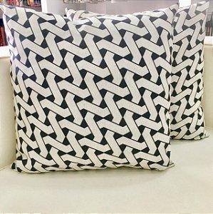 Almofada branca com preto - 50X50
