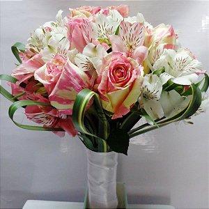Buquê de Noiva Rosas Coloridas e Asltroemerias Brancas