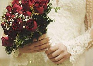 Buquê de Noiva com Rosas Vermelhas e Gypso Mosquitinho