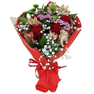 Buquê de Rosas Vermelhas e Flores Campestres