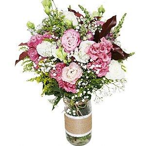 Arranjo Ternura com Lisiantus e Rosas Brancas