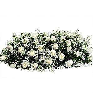 Arranjo de Rosas Brancas e Aster para Corredores