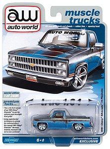 Pré venda -AUTO WORLD 1981 CHEVY SILVERADO PICKUP LOWERED (DIRTY) - Agosto 2021