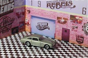 Aston Martin DB5   (Retro Entertainment - 007 Skyfall: 1965)