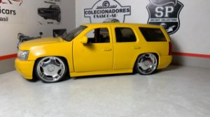 Chevrolet Suburban Lopro - 1/24 - Jada - Customizada (RETROVISOR SOLTO)