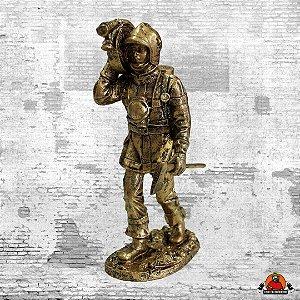Estatua Bombeiro Mangueira