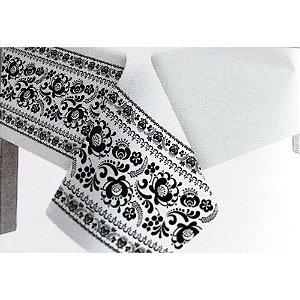 Toalha de Mesa Plástico Borda Decorada Preto - 10 un - Medidas Variadas