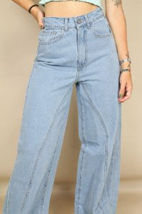 Calça Jeans Pantalona Recortes