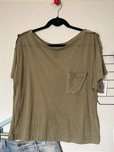 T-Shirt Colcci com Bolso na Frente