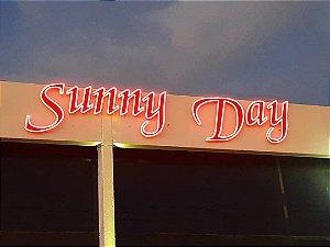 Letreiro Neon...Fachada Motel Sunny Day Unid Contagem