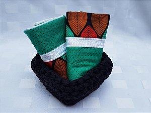 Cesto em crochê com duas toalhas