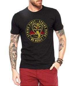 Camiseta Cobra Kai Camisa Masculina Cobra Strike First Blusa Série Karatê Kid Moda Geek Nerd Personalizada
