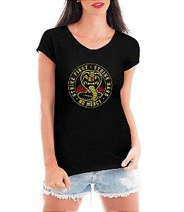 Camiseta Cobra Kai Feminina Camisa Strike First Blusa Série Karatê Kid Personalizada Moda Geek Nerd