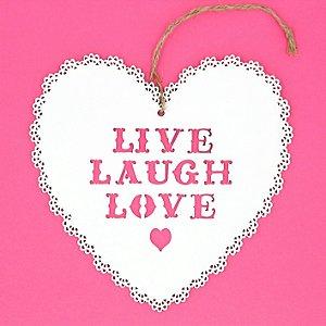 """Enfeite Coração Madeira Romântico Doile """"Live Laugh Love"""""""