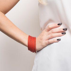 pulseira de palha de arumã  de 10 voltas vermelha com metal
