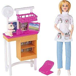 Boneca Lucy Veterinária com Acessórios Divertidos