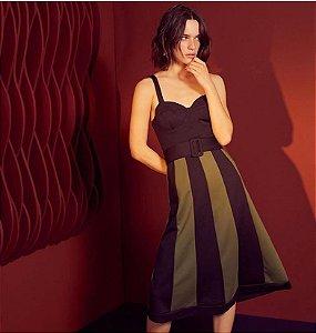 Vestido Midi recortes bicolor preto Maria Filo