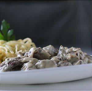 Tirinhas de carne ao molho gorgonzola