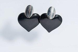 Brinco coração - Metal e resina (preto)