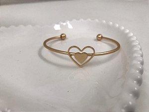 Bracelete dourado fosco  coração central