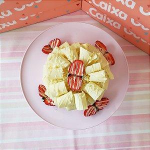 Bolo Chocomorango Branco com Raspas Largas de Chocolate Branco