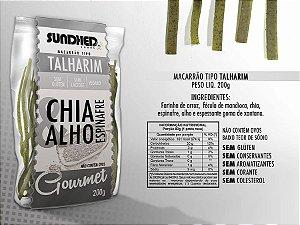 Macarrão tipo talharim com chia, espinafre e alho