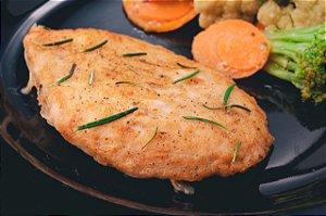 Peito de Frango Dourado acompanhado de Feijão preto, arroz branco e legumes cozidos - 570G